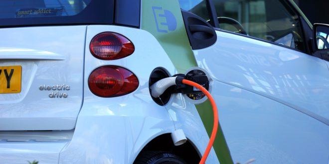 Az elektromos közlekedés elősegítéséhez fel kell gyorsítani a töltőinfrastruktúra kiépítését