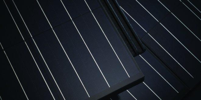 Indul a magyar napelemes tetőcserép gyártás
