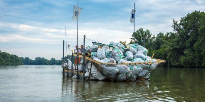 Folyami hulladékmentesítő szerkezeteket szerelnek fel Romániában