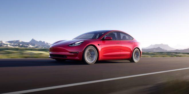 Megérkezett a ráncfelvarrott Tesla Model 3
