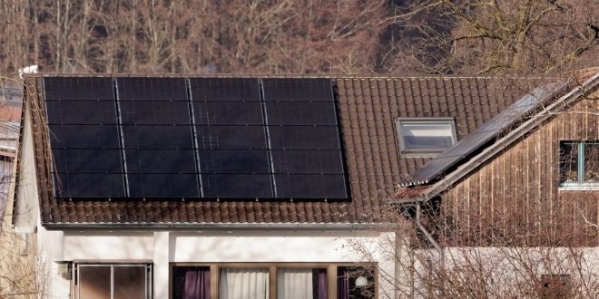 Kik pályázhatnak nyártól napelemes, ingyen pénzre?
