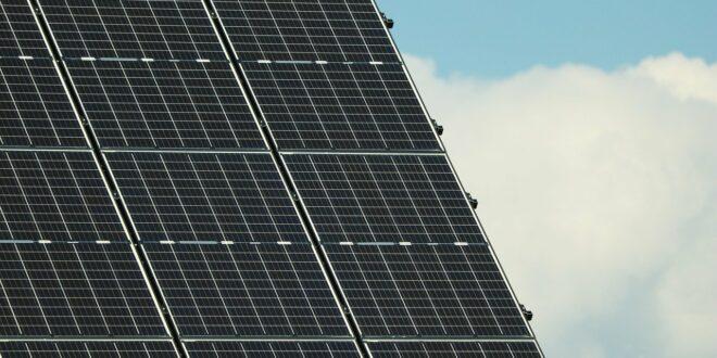 Jó hír annak, aki még idén ingyenes napelemekre pályázna